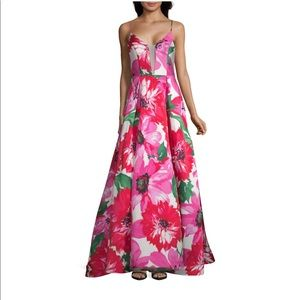 B. Smart Elegant Floral Gown 🌸🌺